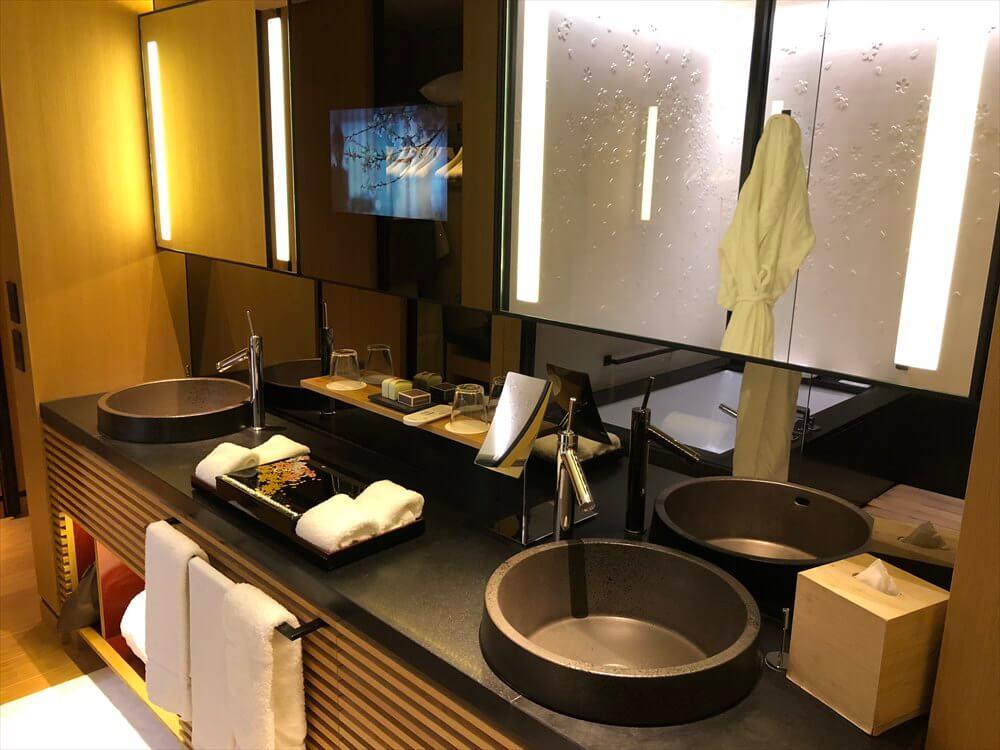 リッツカールトン京都のラグジュアリールームの洗面所