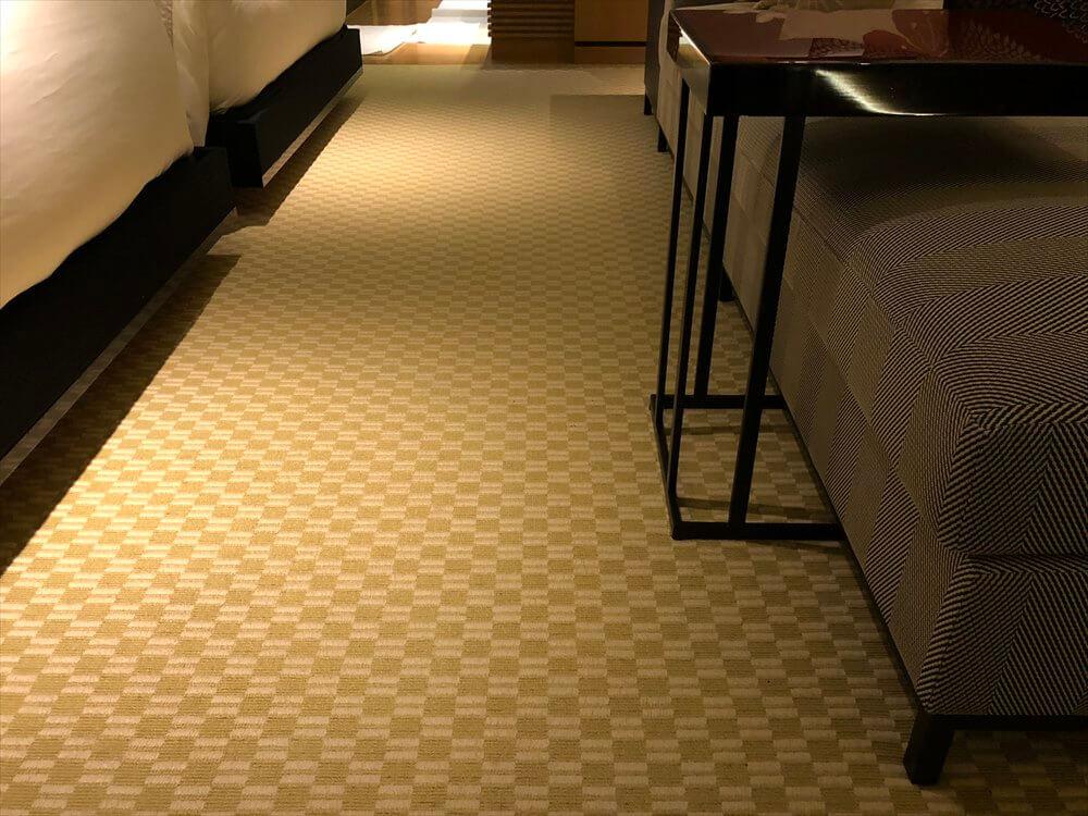 リッツカールトン京都のラグジュアリールームのカーペット