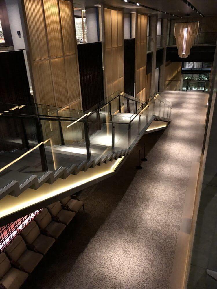リッツカールトン京都の支柱のない階段