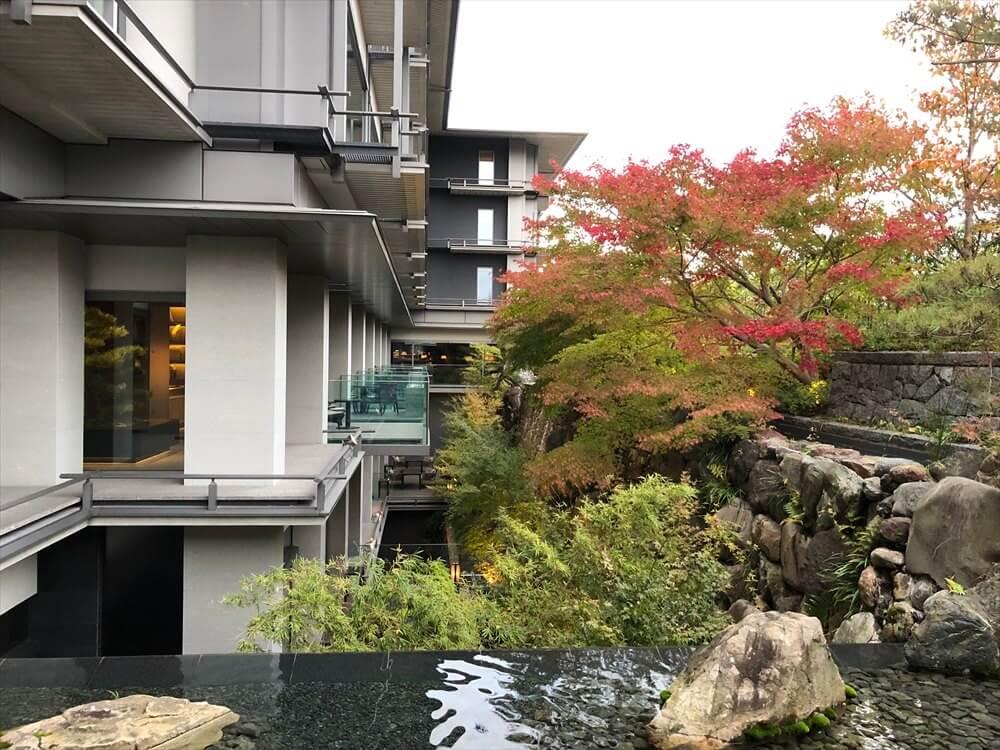 リッツカールトン京都の庭の紅葉