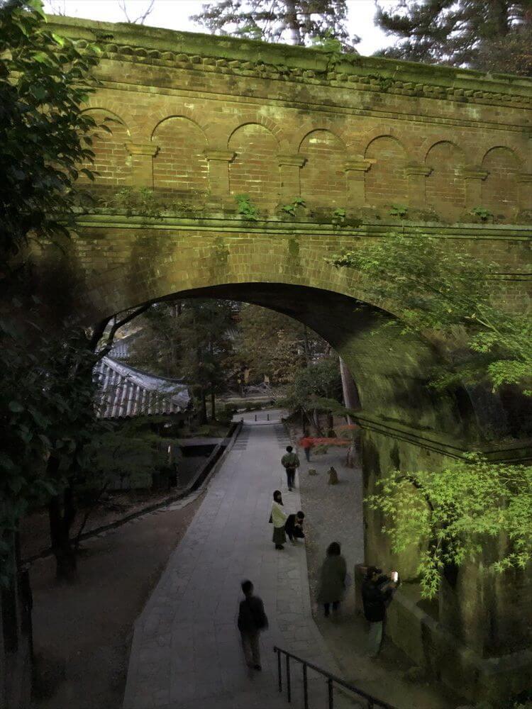 南禅寺の水路閣の紅葉2