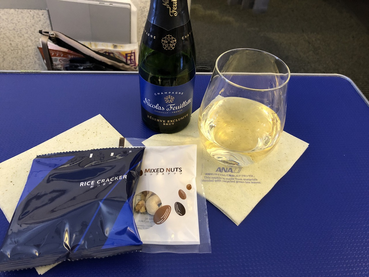 ANA473便プレミアムクラスのシャンパン