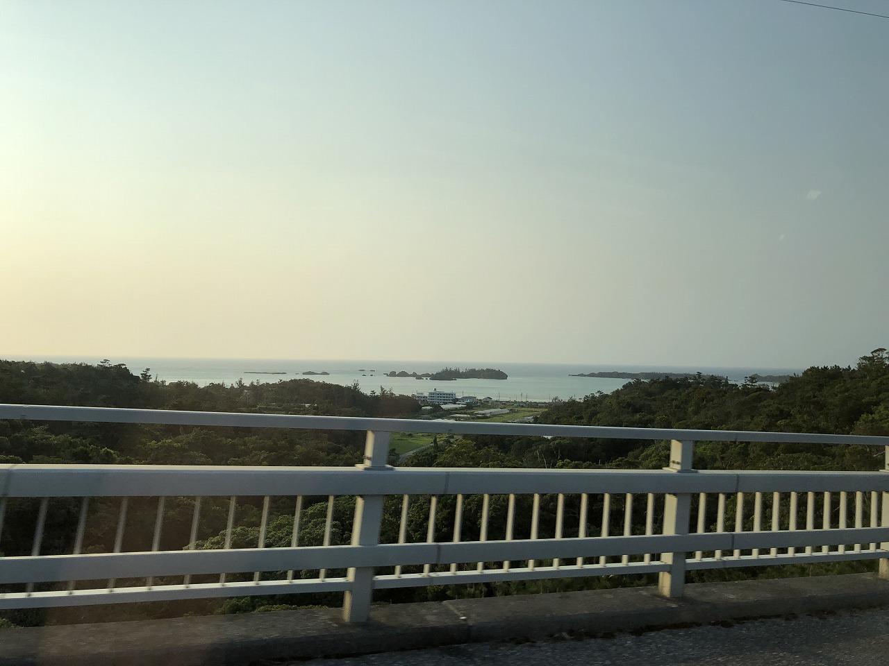 リッツカールトン沖縄のハイヤータクシー(アルファード)から海