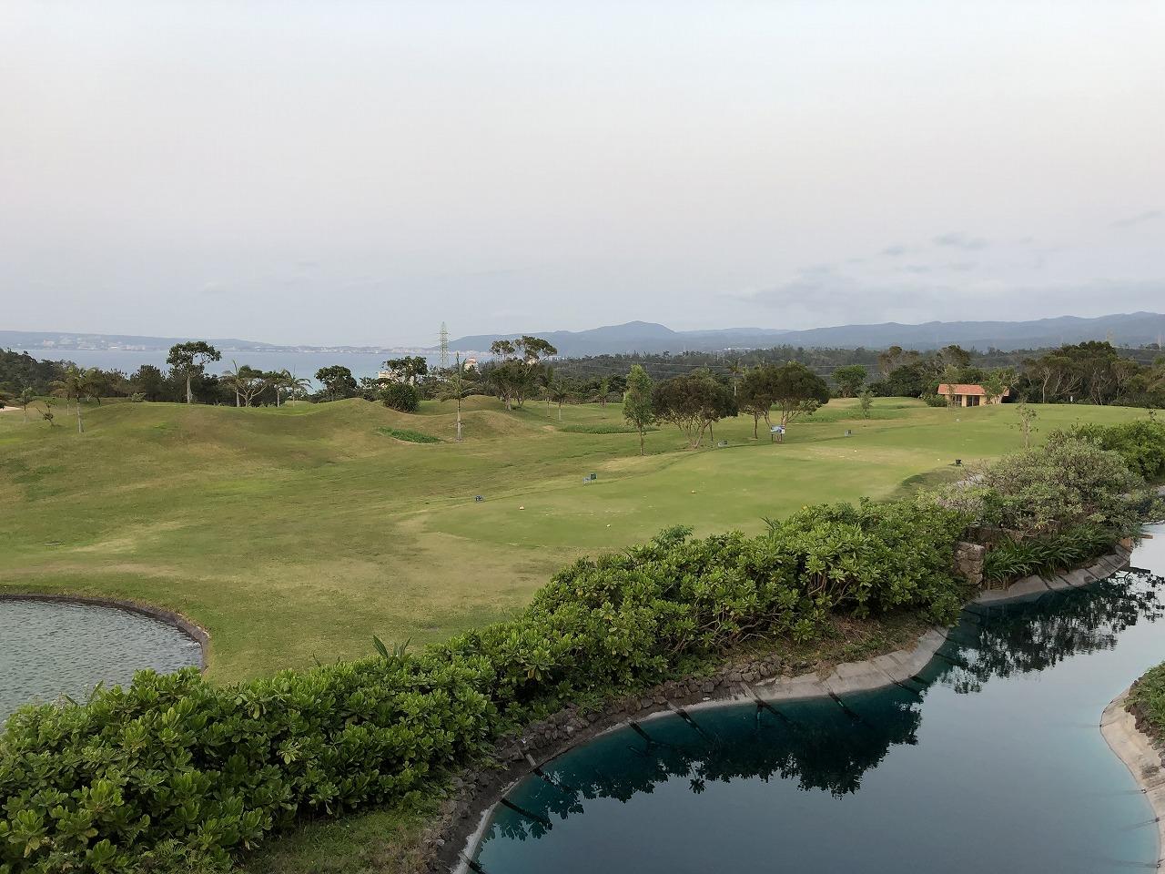 リッツカールトン沖縄のデラックスルームのバルコニーから眺め1