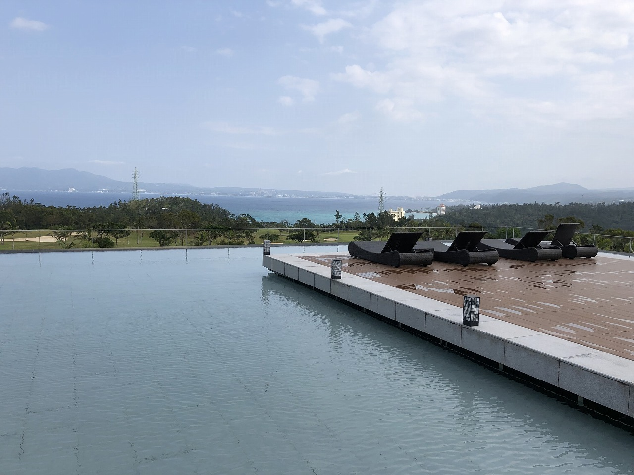 リッツカールトン沖縄の水盤3