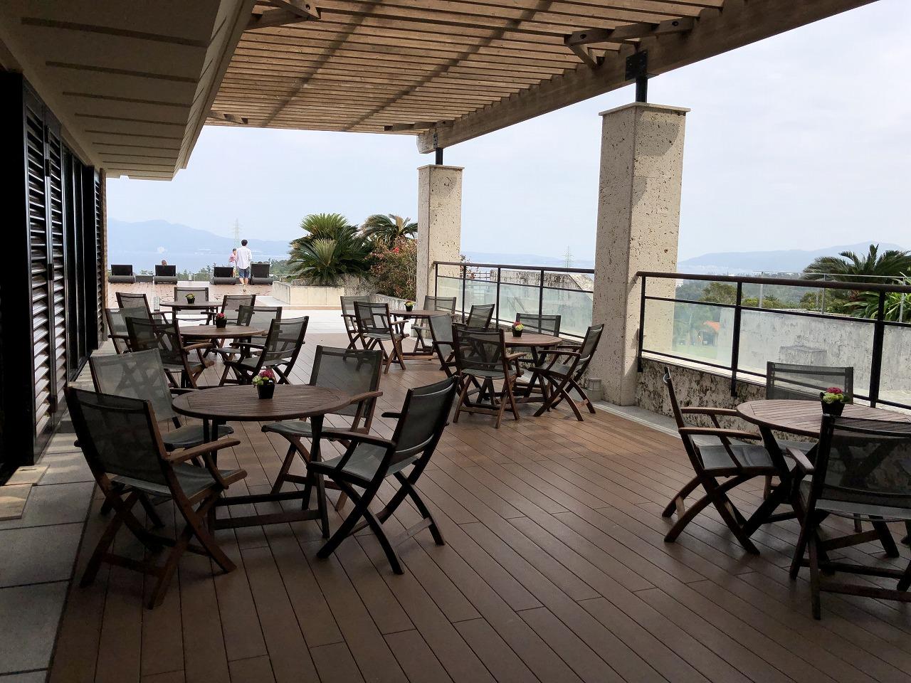 リッツカールトン沖縄の「グスク」のテラス席