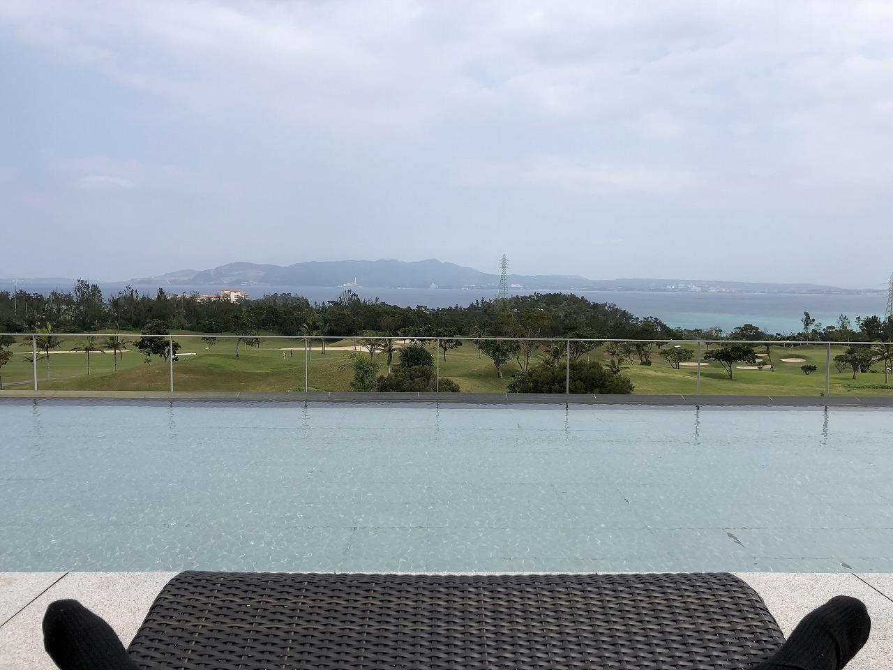 リッツカールトン沖縄のテラス席からの眺め1