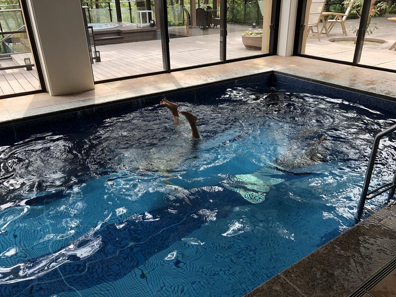 リッツカールトン沖縄のプール遊び