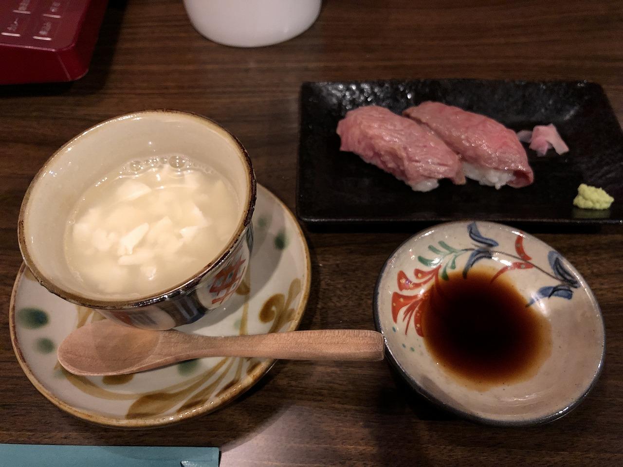 あぐーしゃぶしゃぶの店「かふぅ」のもとぶ牛の炙り寿司とゆし豆腐