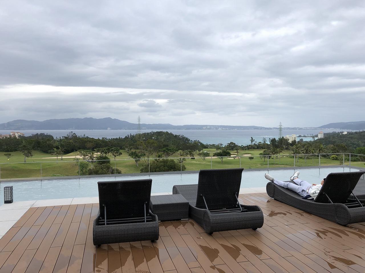 リッツカールトン沖縄の「グスク」前のテラスからの眺め