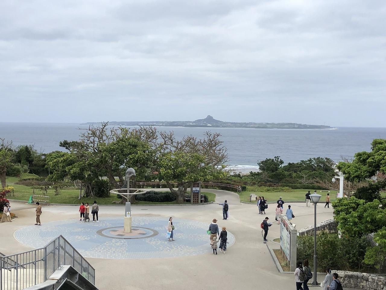 美ら海水族館から見える伊江島1