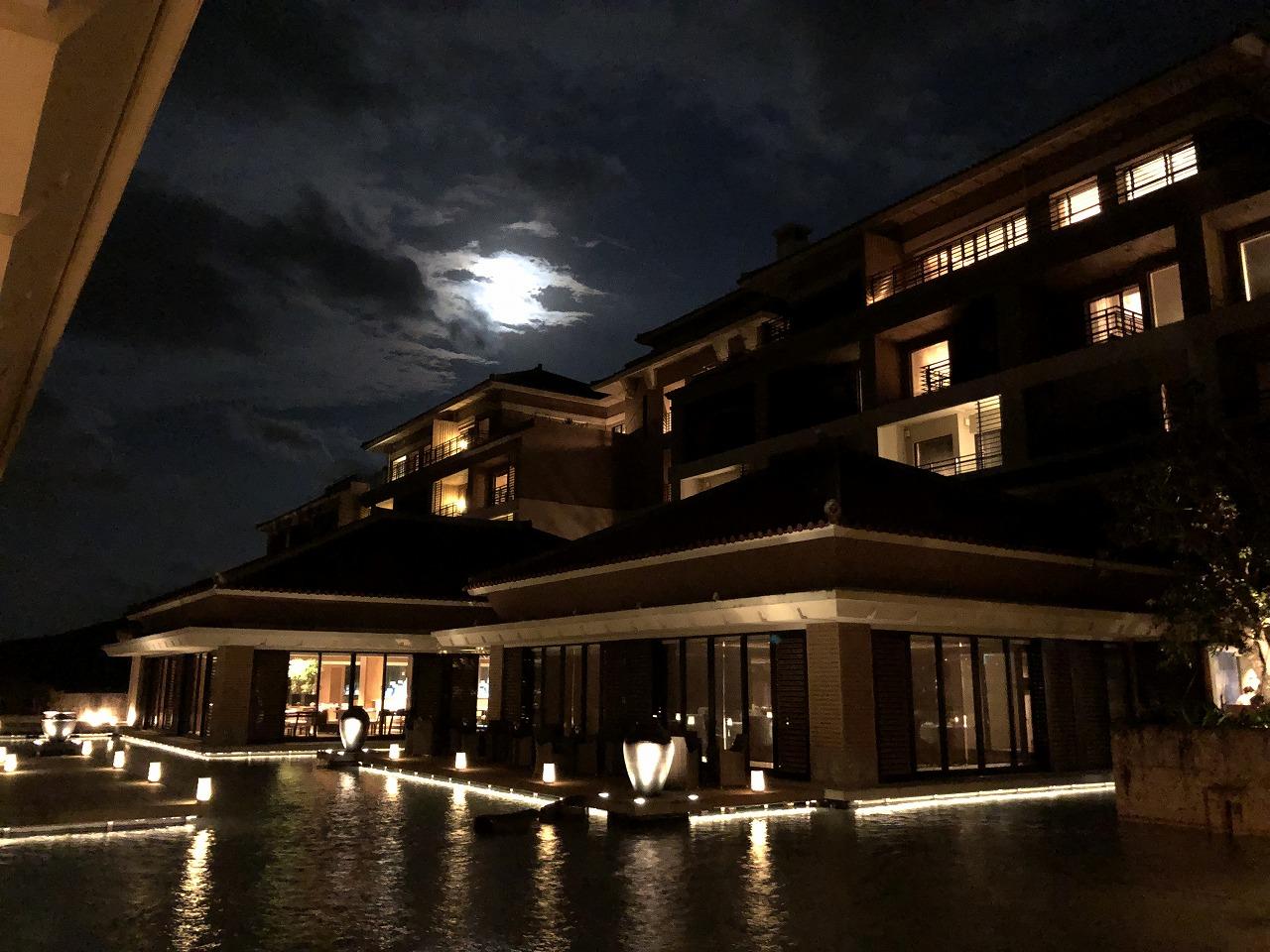 リッツカールトン沖縄と月光