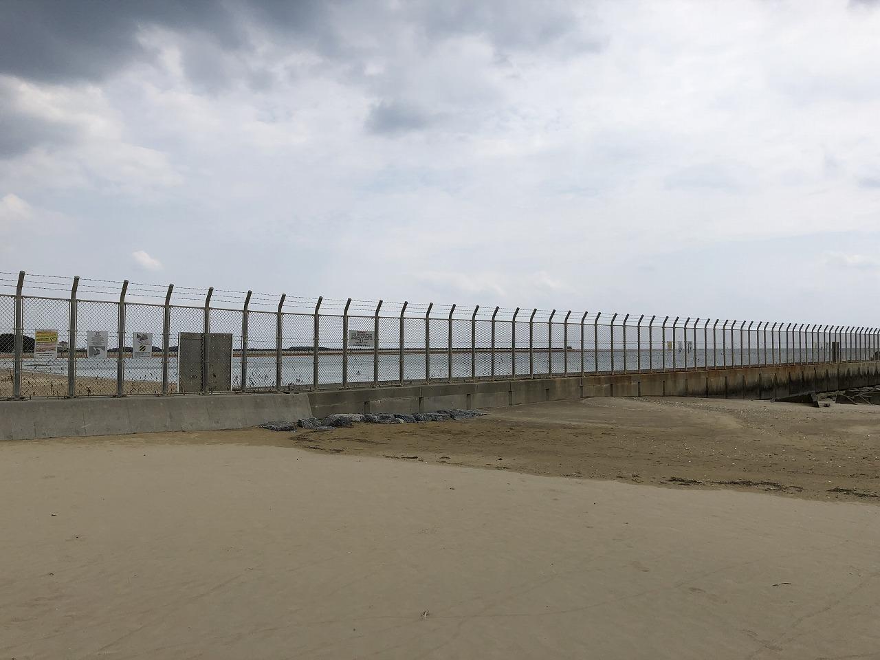 名護市の辺野古ビーチのフェンス1