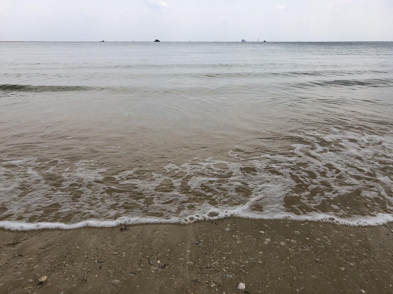 名護市の辺野古ビーチの濁った海水1