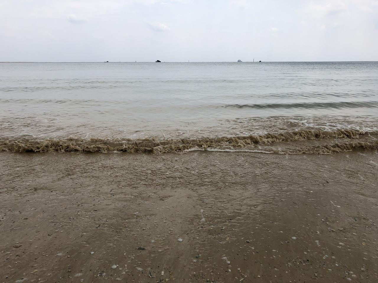 名護市の辺野古ビーチの濁った海水2