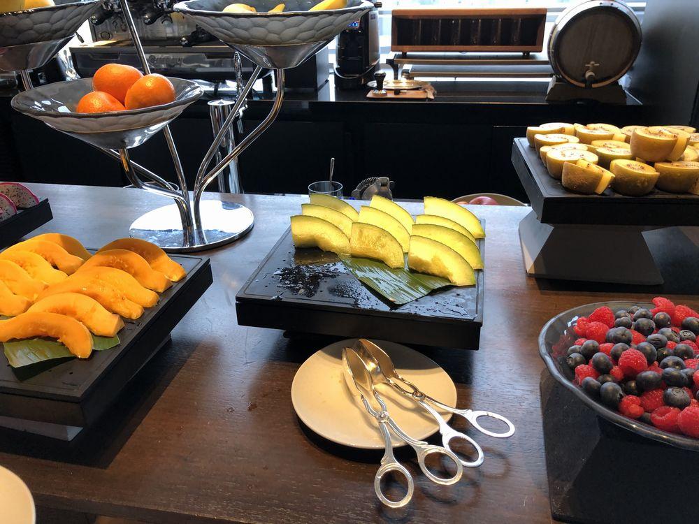 リッツカールトン東京のビュッフェ形式の朝食1