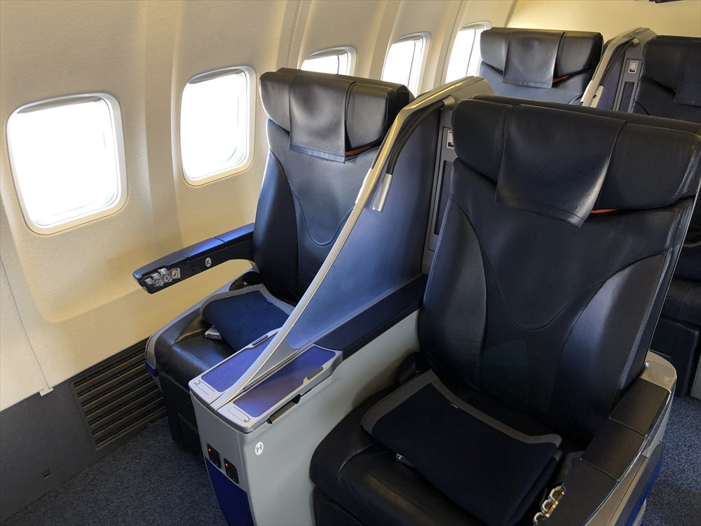 ANA453便プレミアムクラスの1K座席