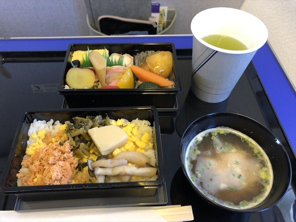 ANAの453便プレミアムクラスの機内食1