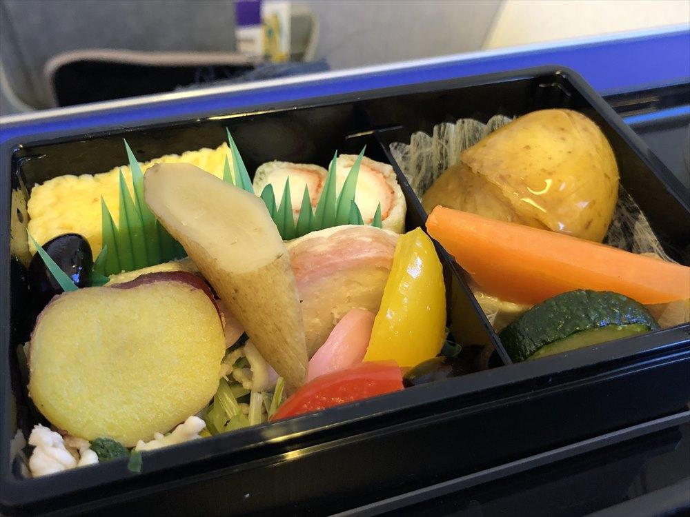ANAの453便プレミアムクラスの機内食3