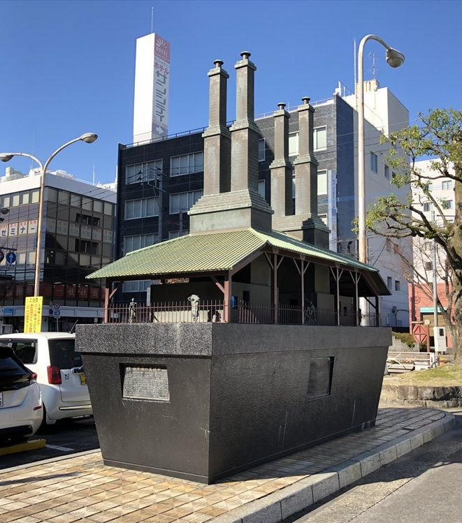 佐賀駅前の縮尺1/6の反射炉の模型