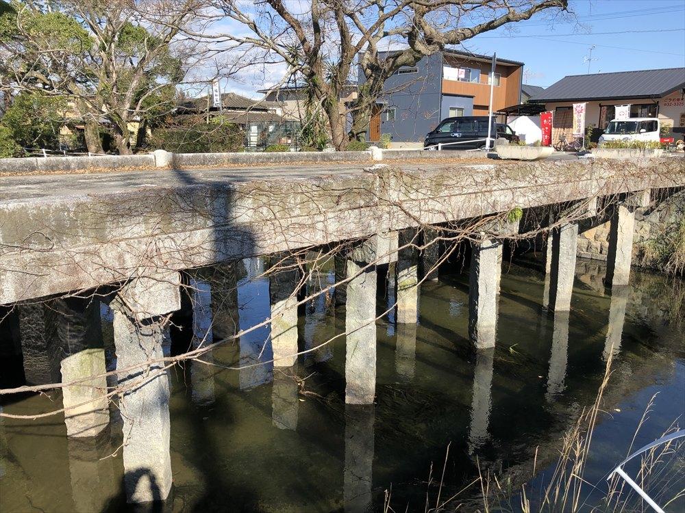 多布施川に架かる栴檀橋2
