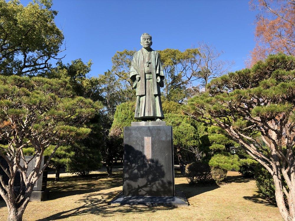 神野公園の江藤新平像1