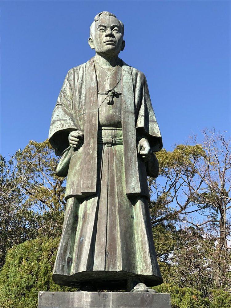 神野公園の江藤新平像2