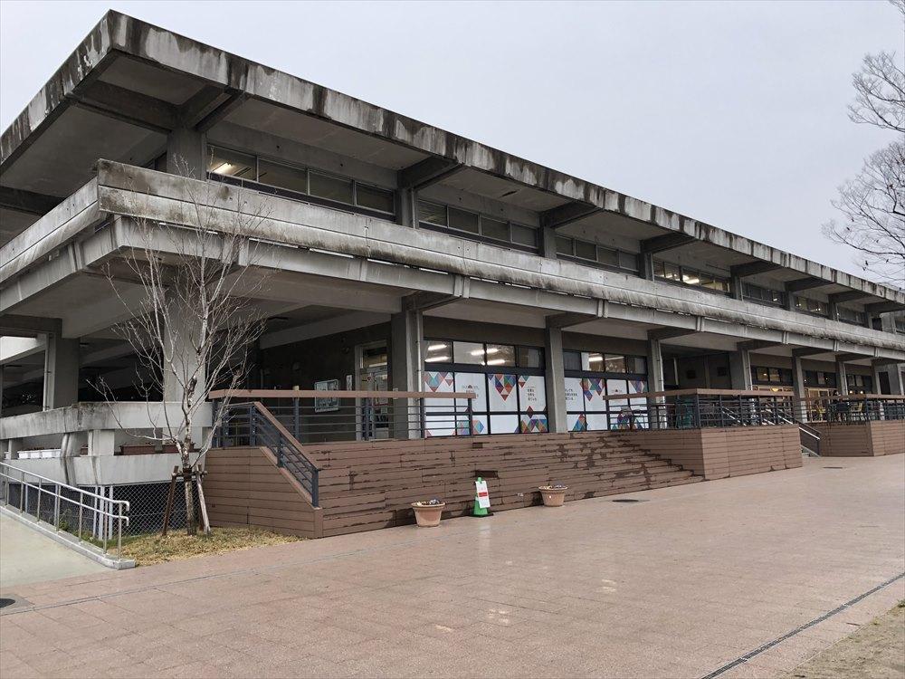 佐賀県立図書館1