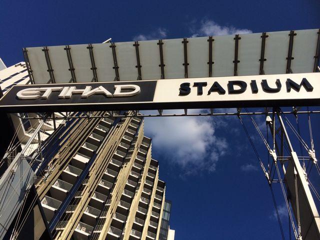 エティハド・スタジアムの看板