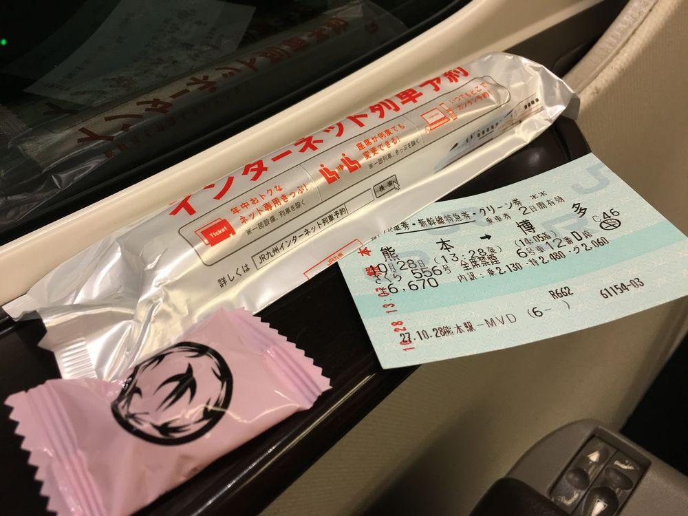 九州新幹線グリーン車のおしぼりと飴
