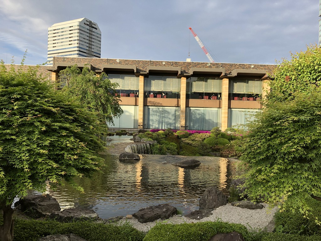 ホテルニューオータニの日本庭園からガーデンラウンジ