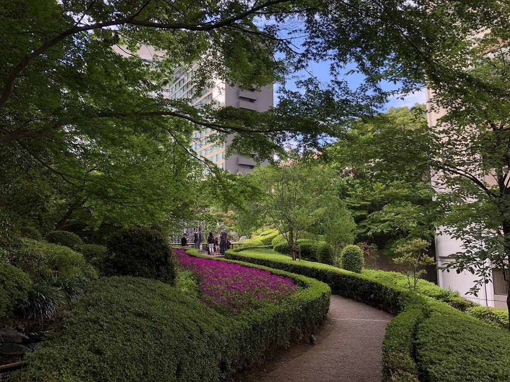 ホテルニューオータニの日本庭園の滝1