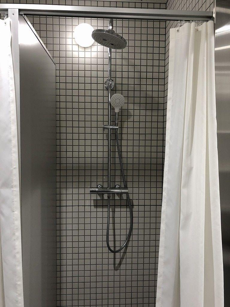 サンガスタジアムの内覧会のシャワー室2