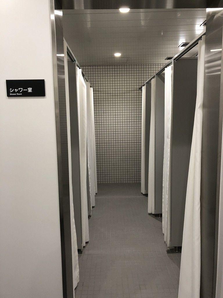 サンガスタジアムの内覧会のシャワー室1