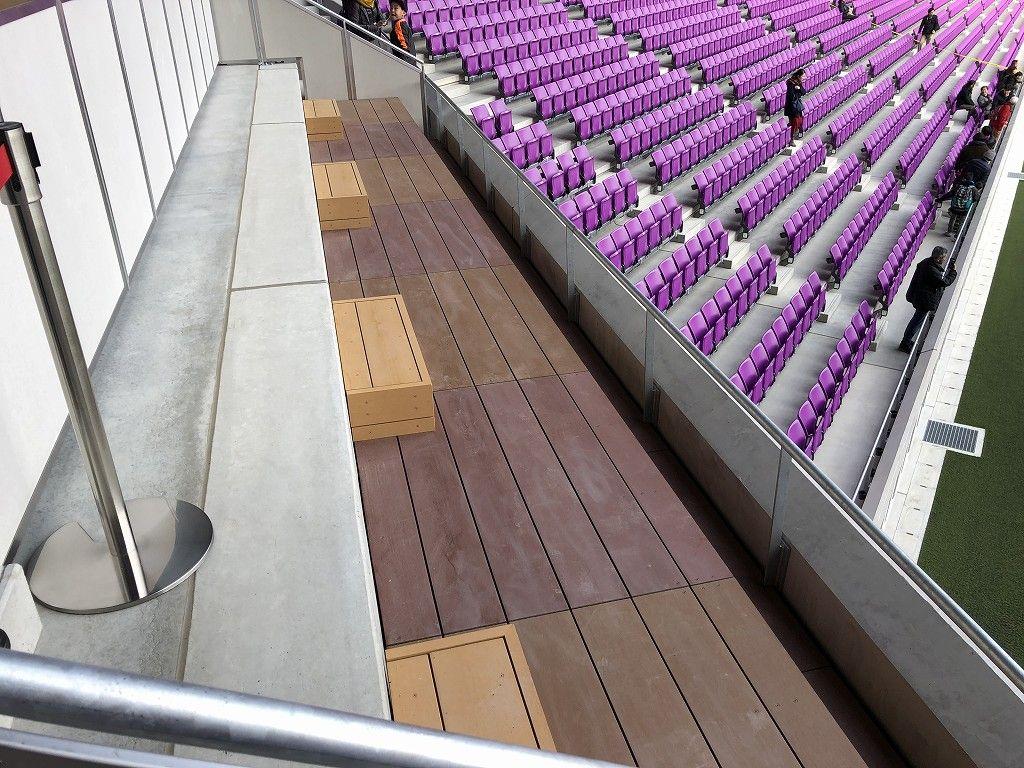サンガスタジアムの1階席の桟敷席