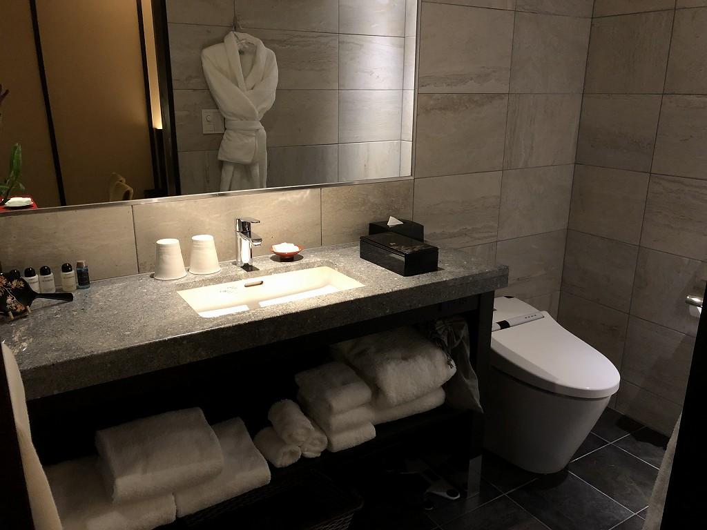 翠嵐ラグジュアリーコレクションホテルの柚葉の洗面所