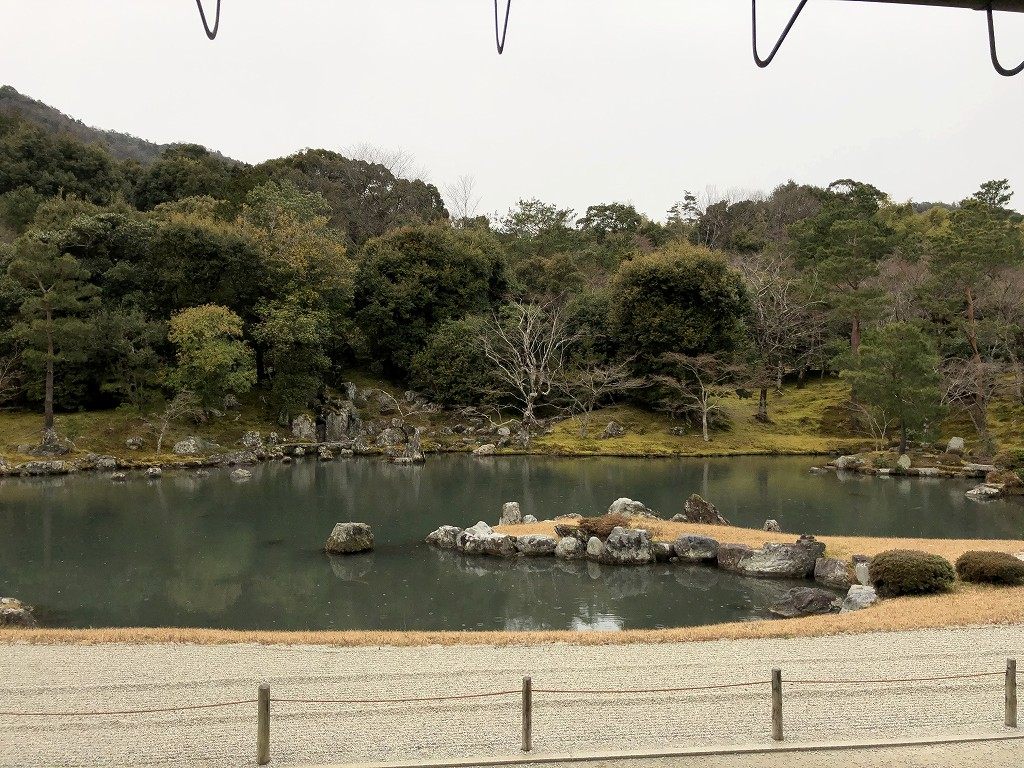 朝8時の天龍寺の曹源池庭園2