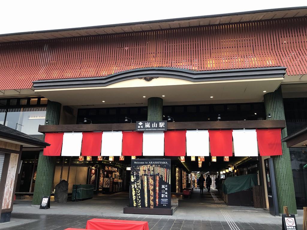 朝9時の嵐電嵐山駅2