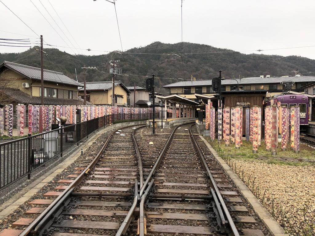 朝9時の嵐電嵐山駅のキモノフォレスト3