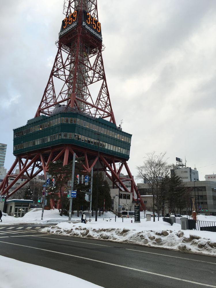 札幌のテレビ塔前