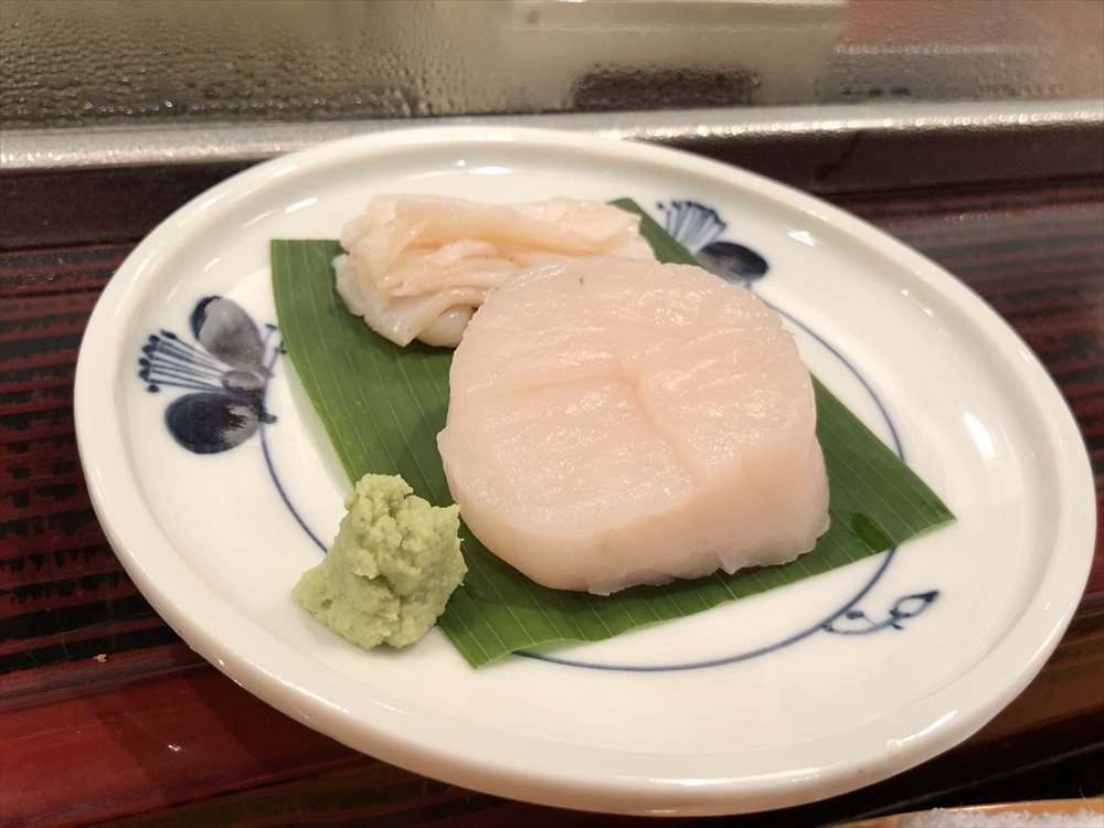 仙台 文化横丁の新富寿司のホタテ