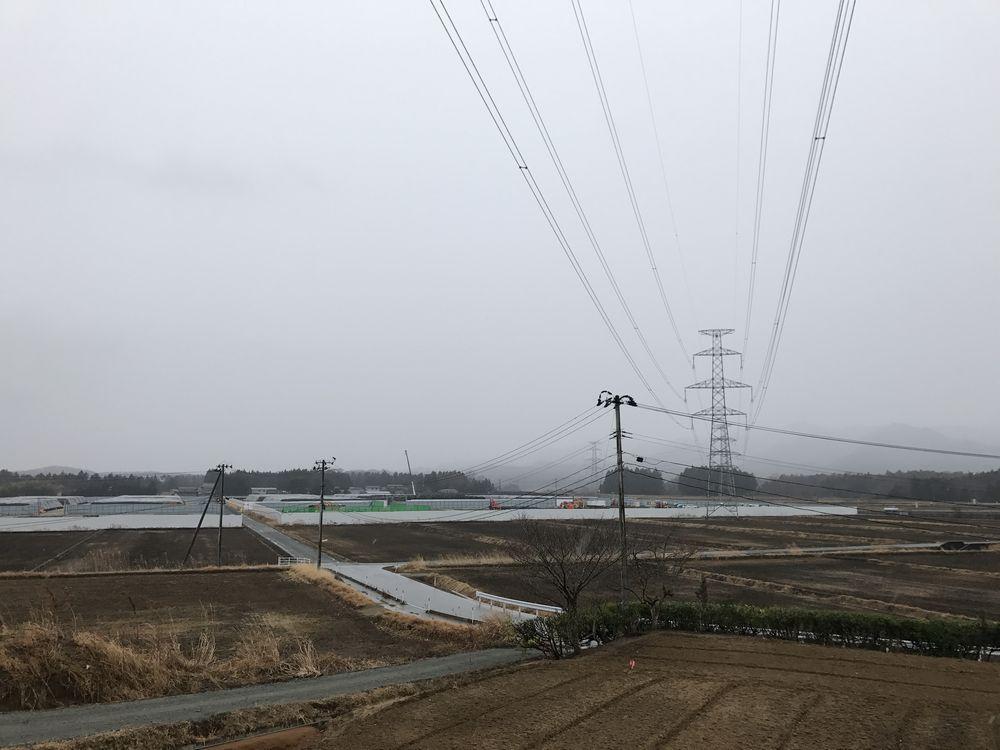 浪江町の仮置き場と送電線