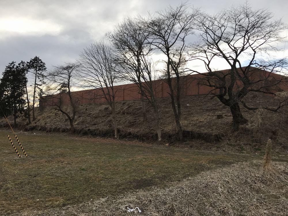 宮城刑務所の東側の土塁2