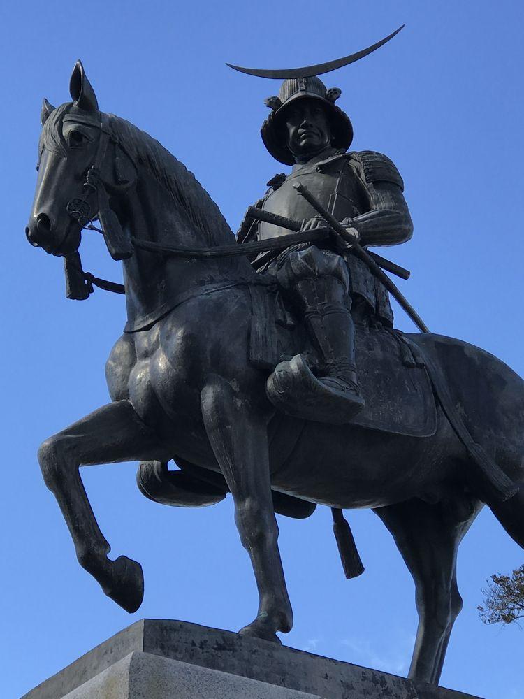 青葉城の伊達政宗騎馬像2