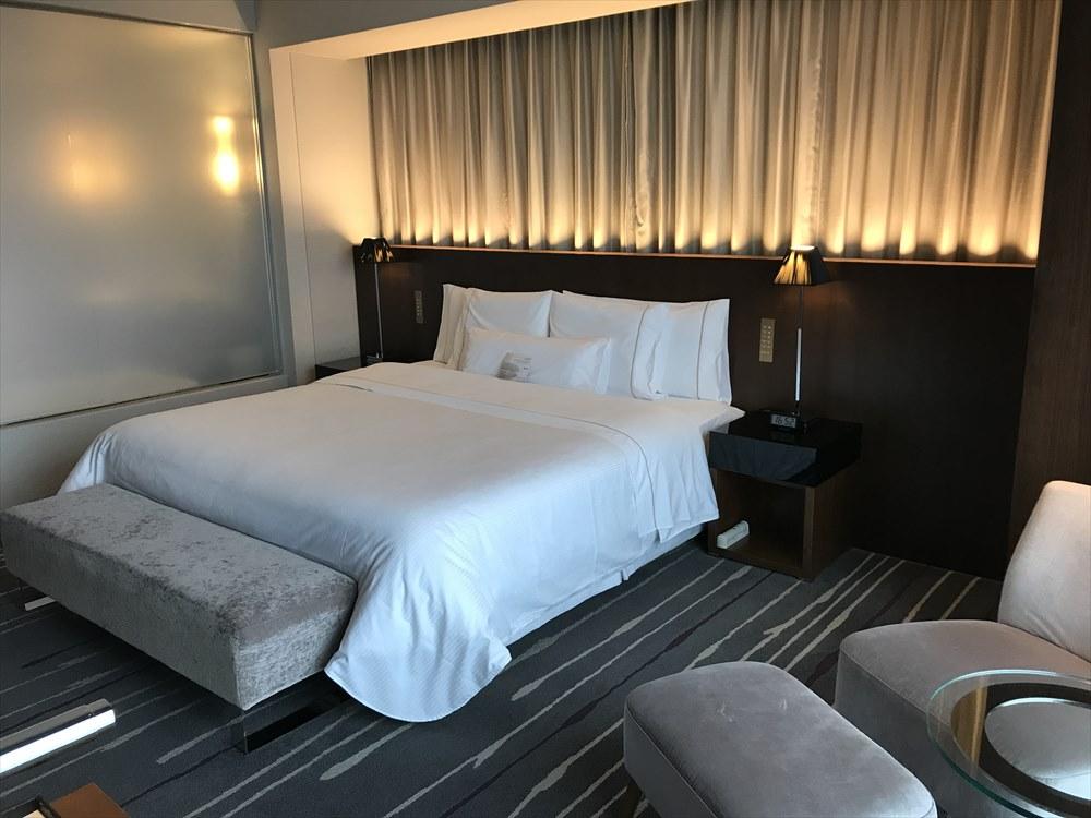 ウェスティンホテル仙台のデラックスルーム(ベッド側)1