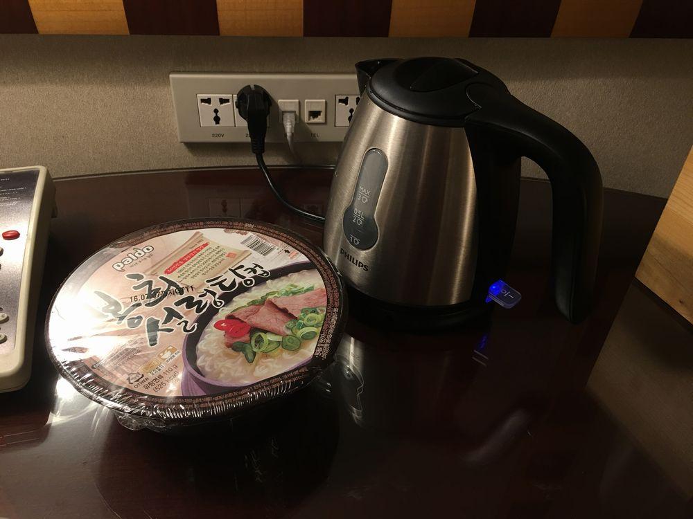 ソウルのGS25で買ったカップ麺(お湯入れる前)