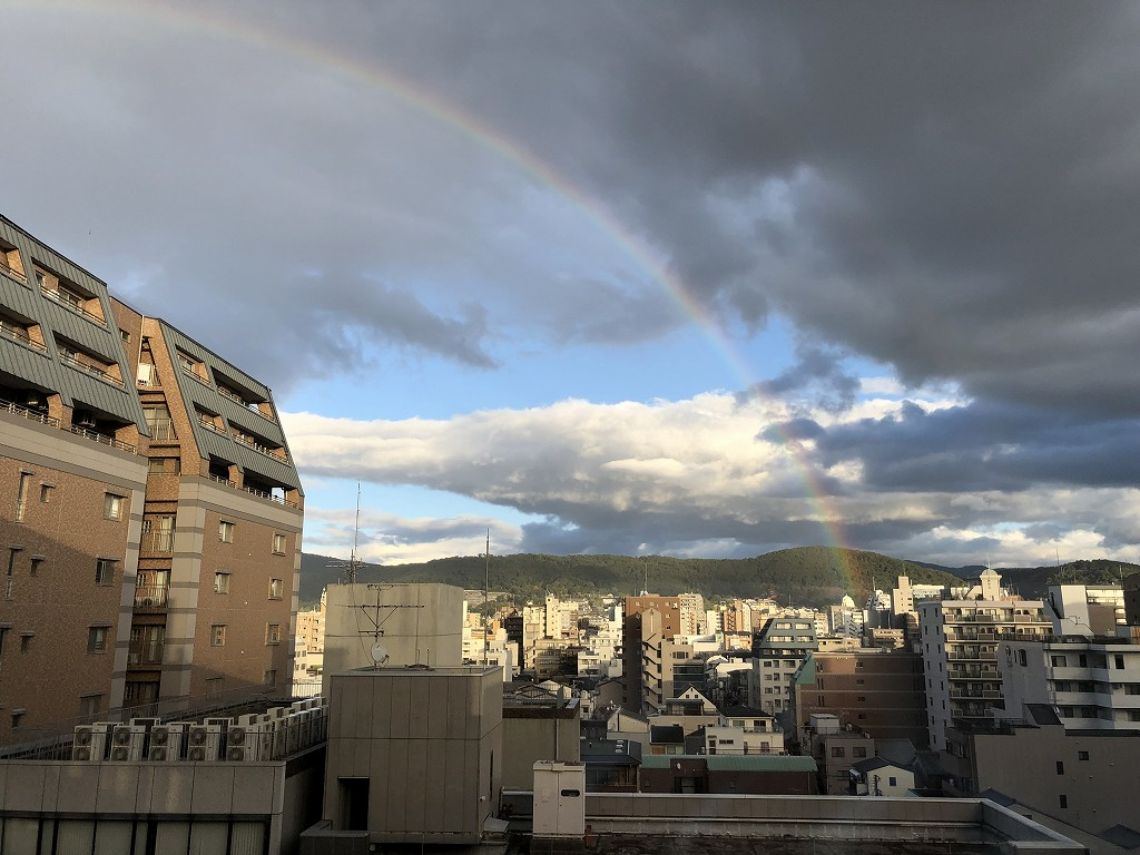 sequence KYOTO GOJOのツインルームから虹3
