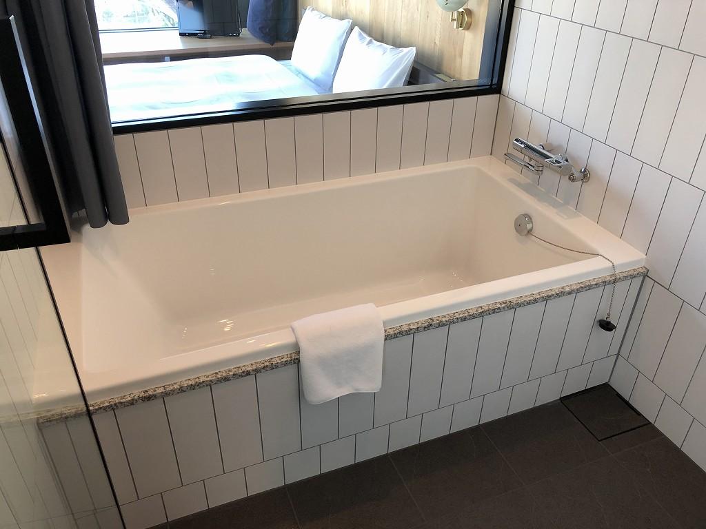 sequence MIYASHITA PARKのミヤシタパークビューのキングルームの浴槽1