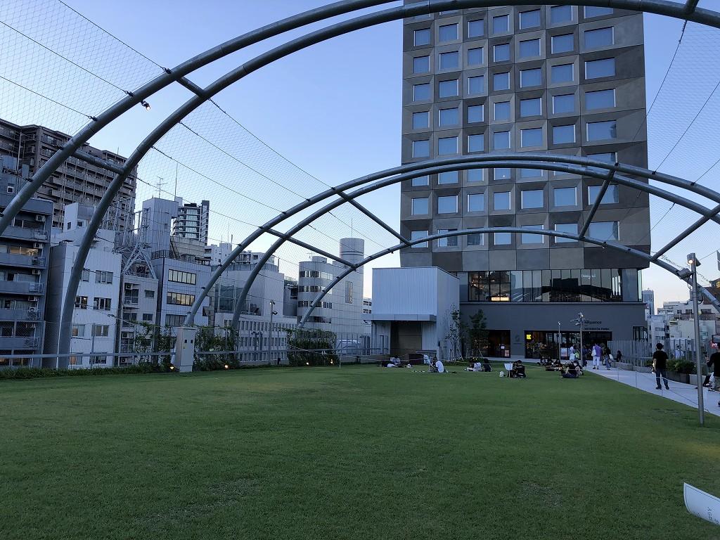 ミヤシタパークの未開放の芝生