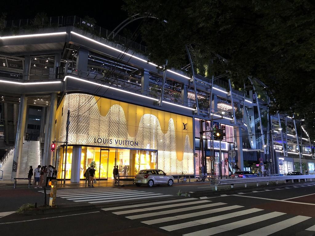 ミヤシタパーク1階の高級ブランド店2